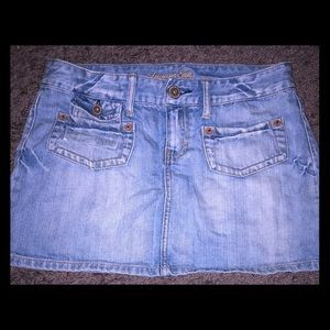 American Eagle Distressed Jean skirt size 6 in EUC
